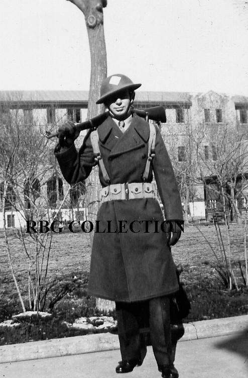 Tin_Hat__Rifle__Overcoat__cartridge_belt.JPG